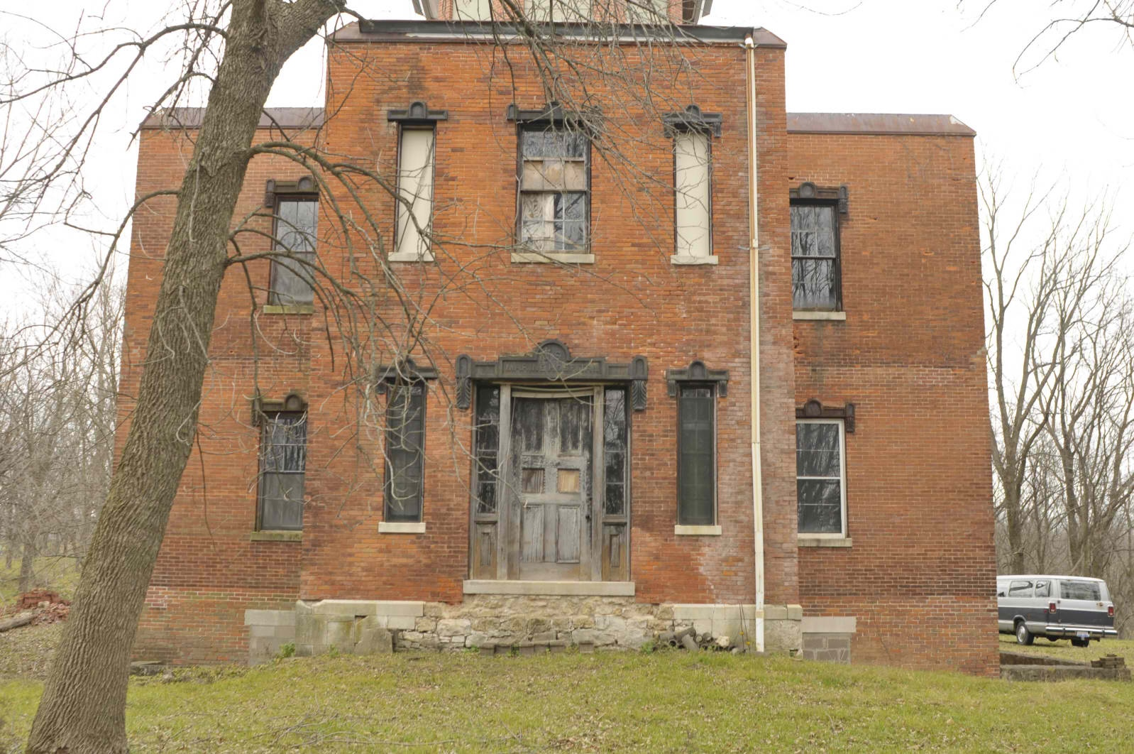 Diy historic abandoned homes for sale for Cost to build a house in iowa