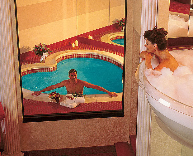 You could spend your Honeymoon in a 7-foot Champagne Glass Bath ...