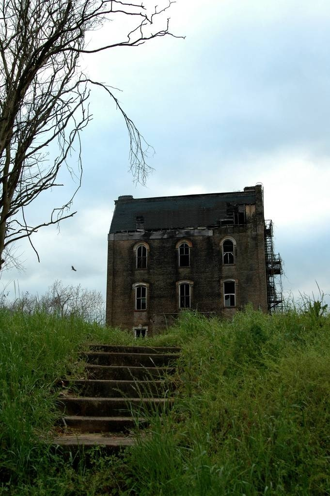 21 houses to avoid on halloween - The house in the abandoned school ...