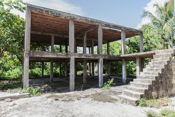 The abandoned holiday villas of the pablo escobar empire for Casa en ciudad jardin cali