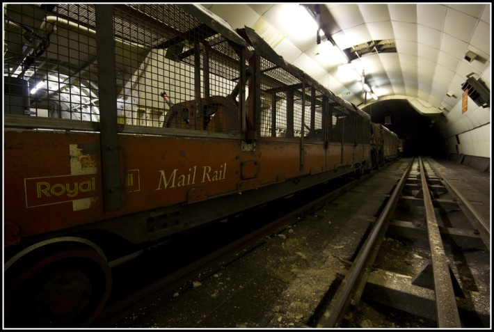 London 39 s subterranean secret the forgotten mail train for Classic underground house tracks