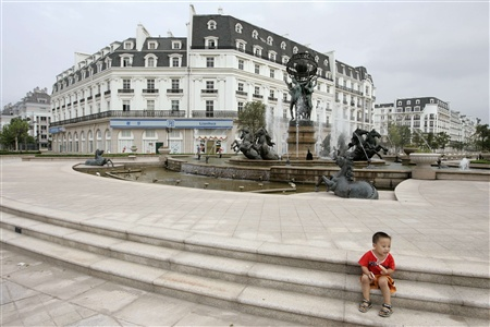 Made In China European Clone Towns - Tianducheng a ghostly abandoned clone of paris in the middle of china