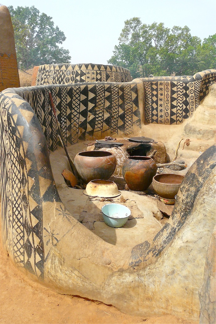 The african village where every house is a work of art for Materiel culture interieur