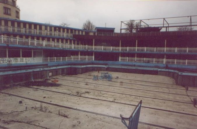 Reviving the abandoned 39 life of pi 39 art deco pool in paris for Art deco piscine