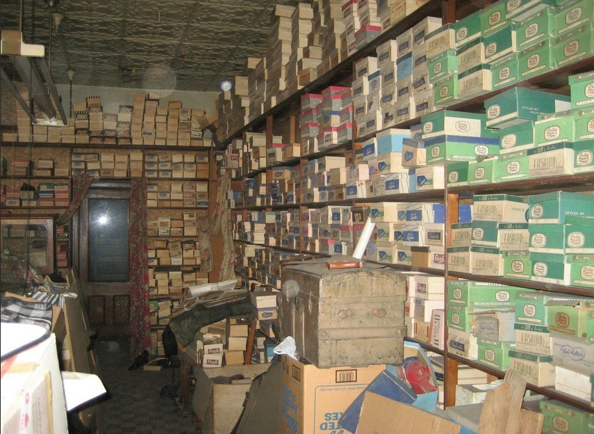 step back in time the forgotten family shoe store closed for 40 years. Black Bedroom Furniture Sets. Home Design Ideas