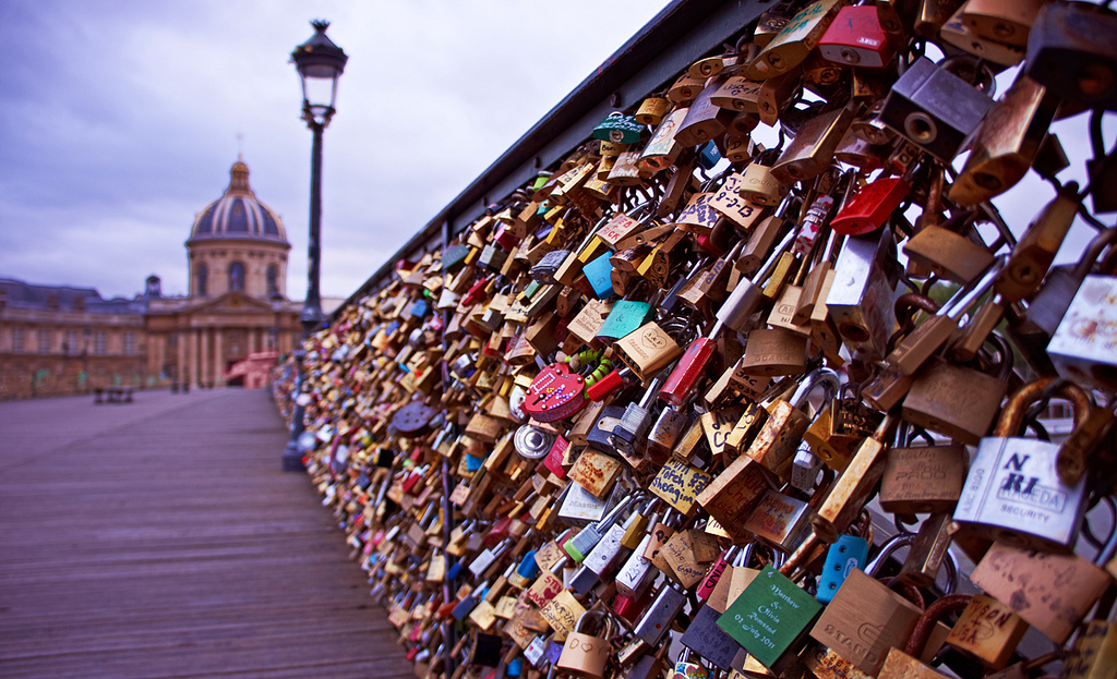 10 romantic things to do in paris other than love locking for Locks on the bridge in paris