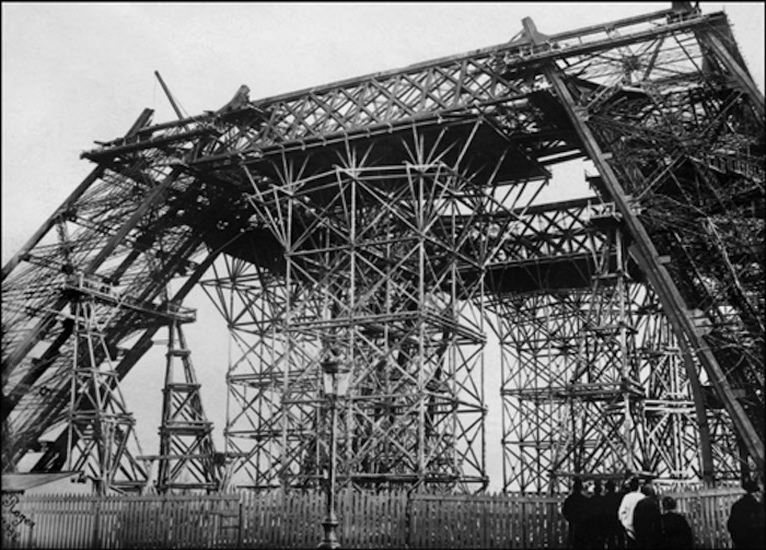 TOUR EIFFEL-CONSTRUCTION