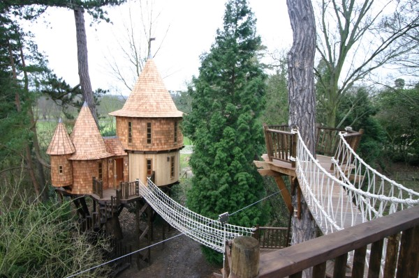 Living-The-Highlife-Childrens-Tree-House-5-600x399