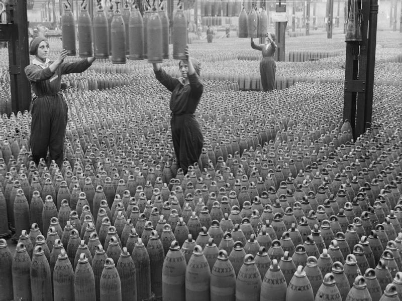 Women_workers_with_shells_in_Chilwell_filling_factory_1917_IWM_Q_30040