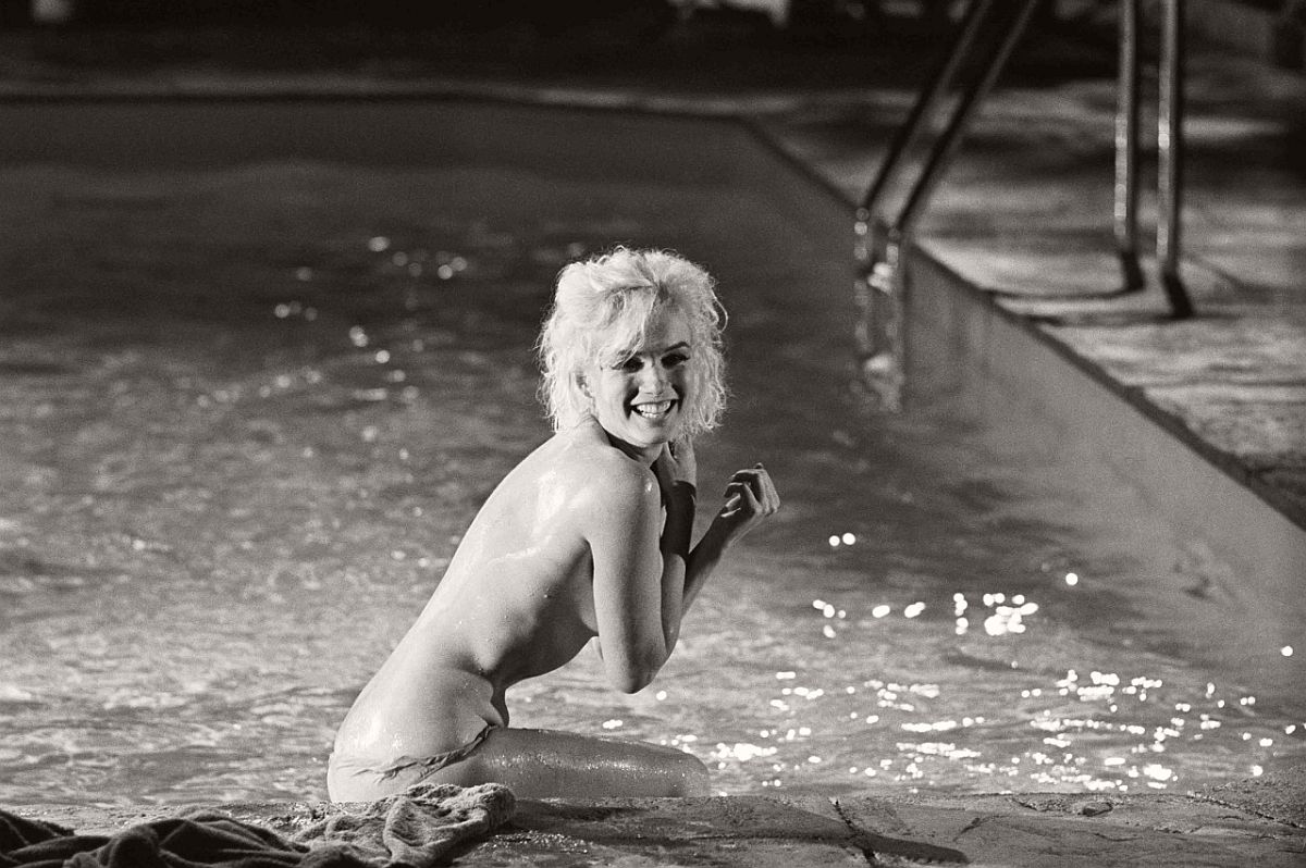 marilyn-monroe-in-the-pool-by-lawrence-schiller-1962-03