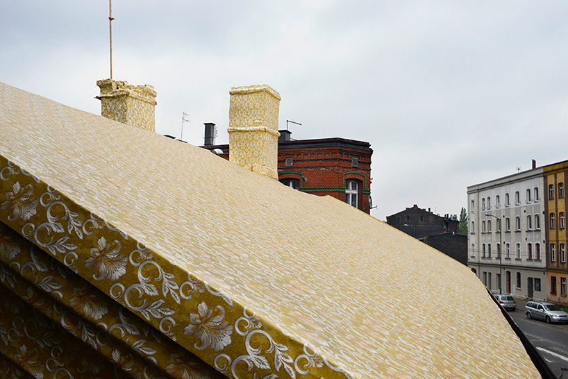 ian-strange-gold-wallpaper-building-poland-designboom-09