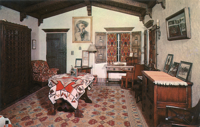 Death_Valley_Scotty's_Bedroom_Scotty's_Castle_California_F9
