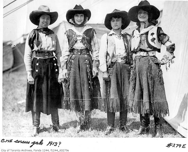 Cowgirls-in-the-early-20th-century-4.jpg