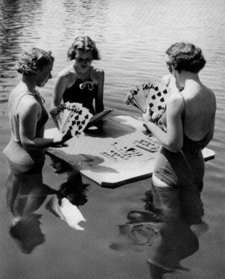 girlsplayingcards