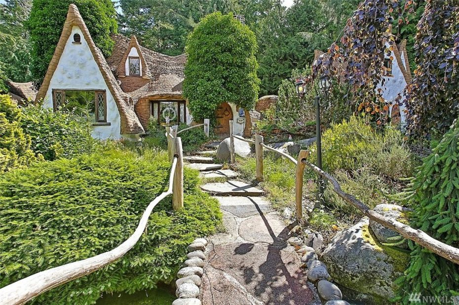 Snow White And The 7 Dwarfs Fairytale House For Sale