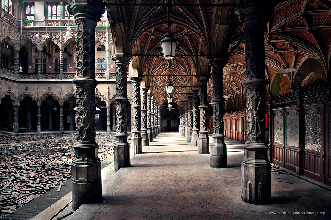 Trade frozen in time at the old antwerp stock exchange - Chambre du commerce bayonne ...