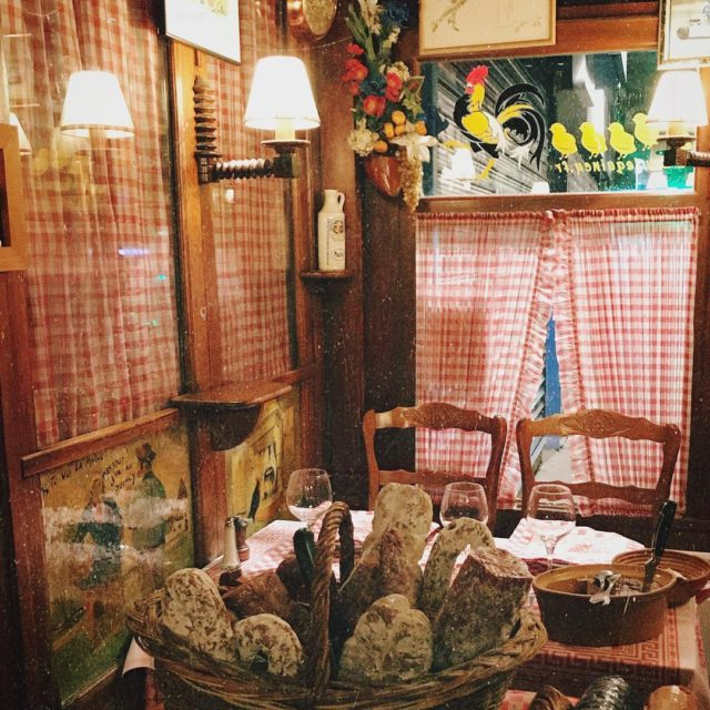 A real old country tavern in the heart of Parishellip