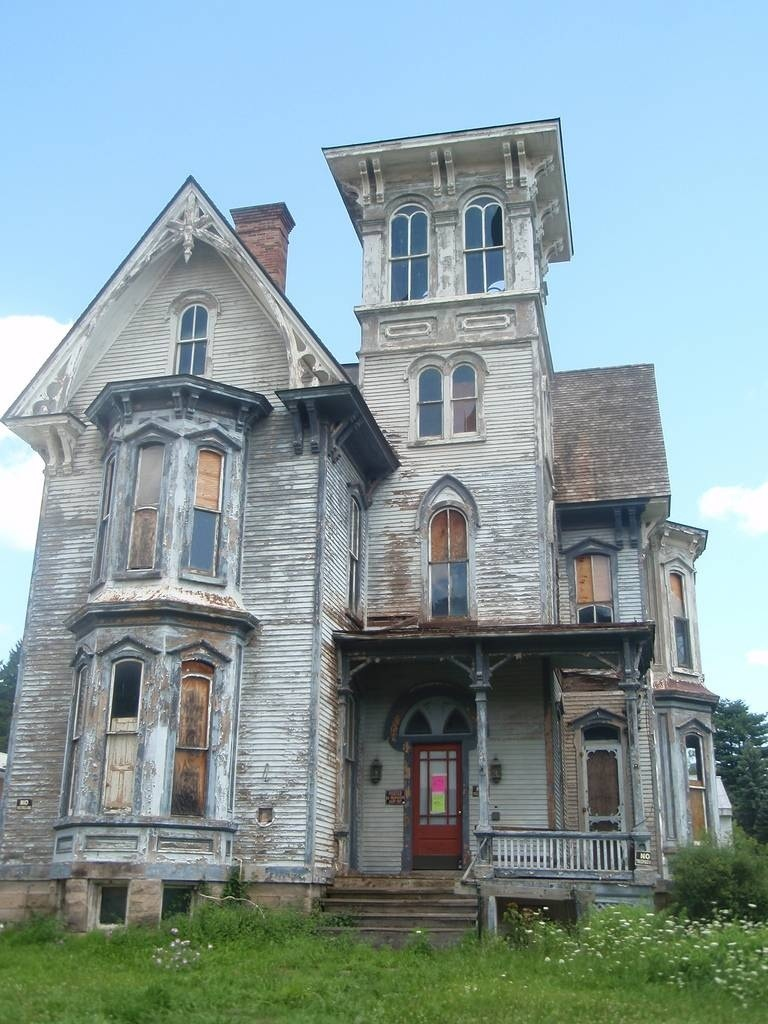 21 houses to avoid on halloween for Victorian house facts
