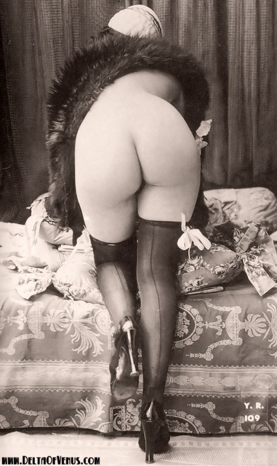 vintage-erotica-1920s-nude-flapper-ass-550x925