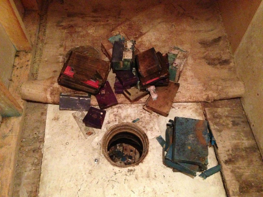 Unlocked Secret Time Capsule Safe Found In A Tennessee