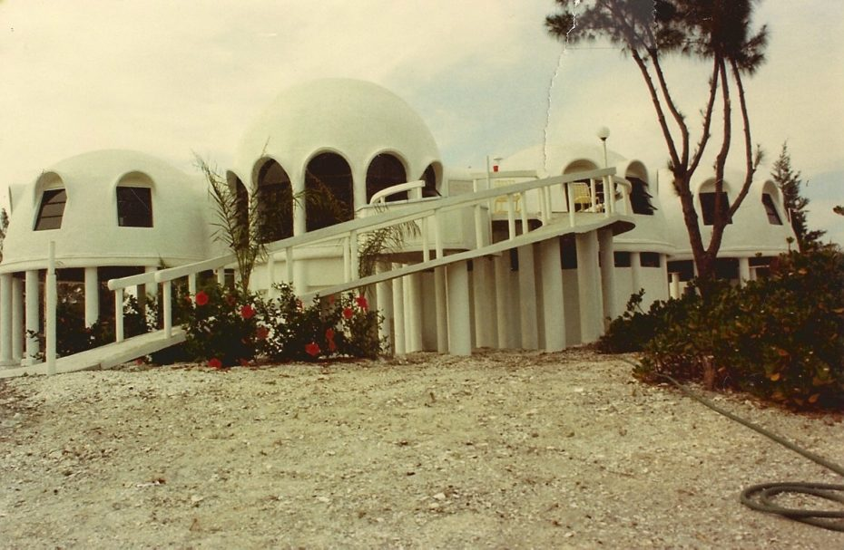 Self Sustaining Homes >> The Mysterious Dome Homes Marching into the Sea: Then & Now