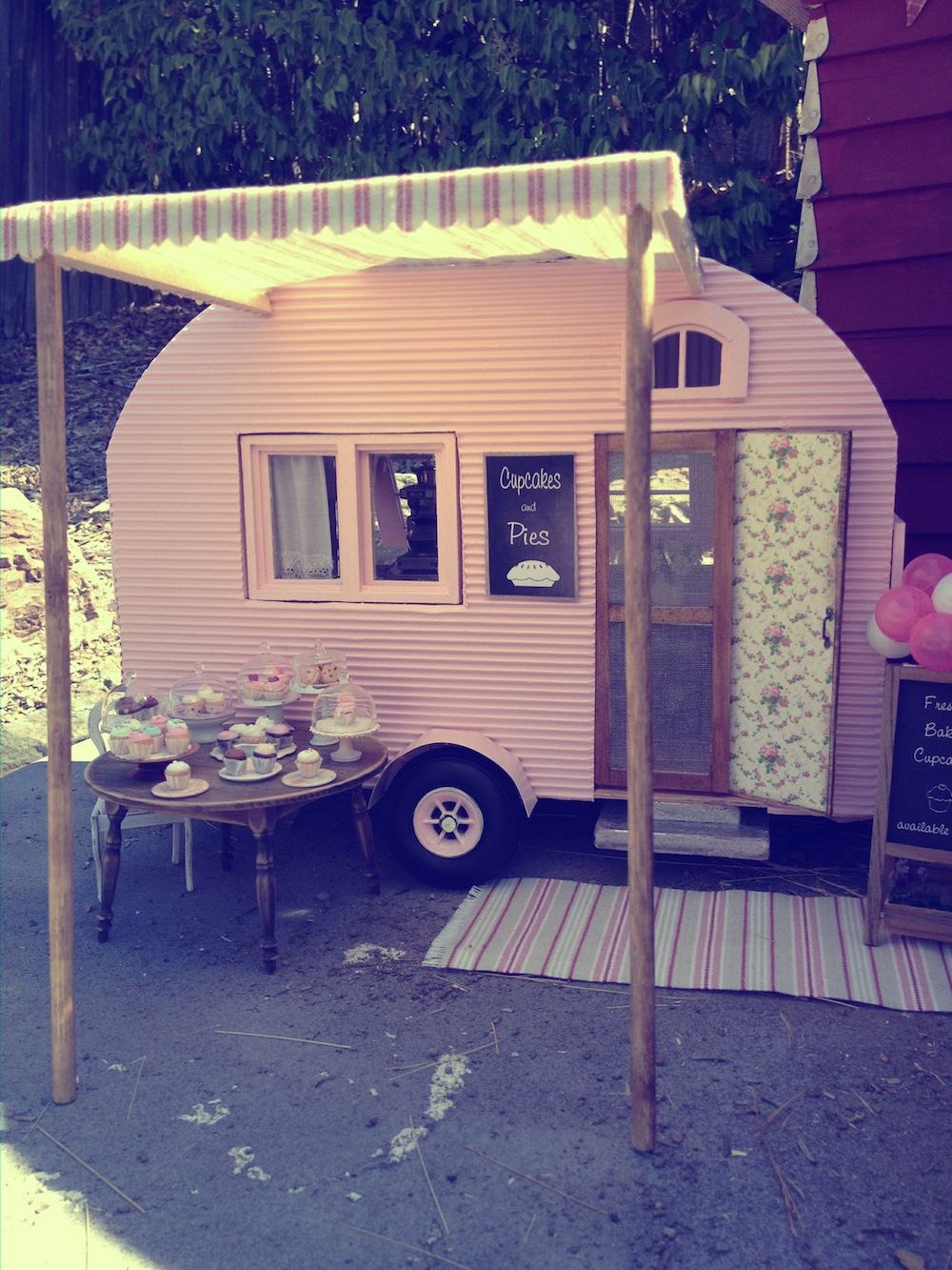 Stop everything it 39 s a teeny tiny trailer - Bootsholz mobel ...