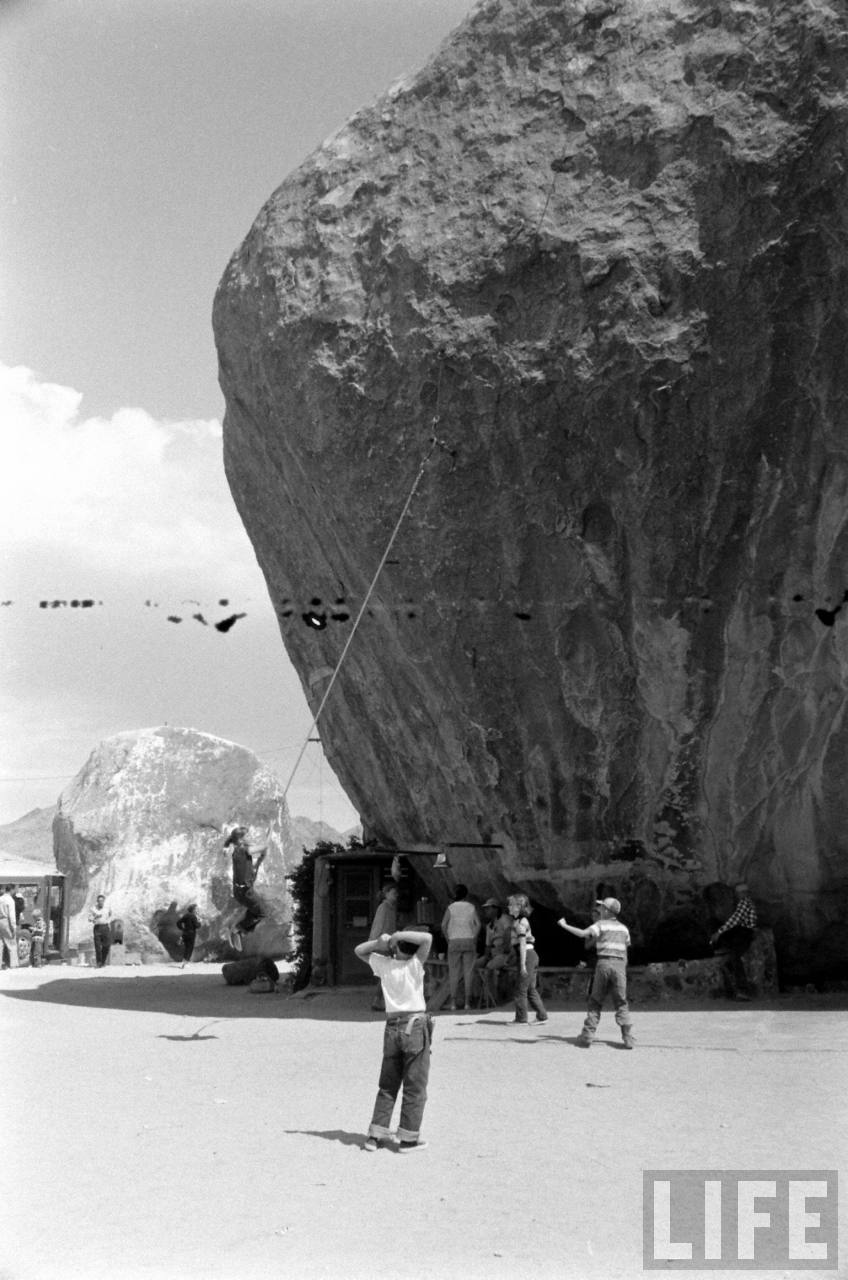 The 1950s Flying Saucer Conventions At An Underground Rock