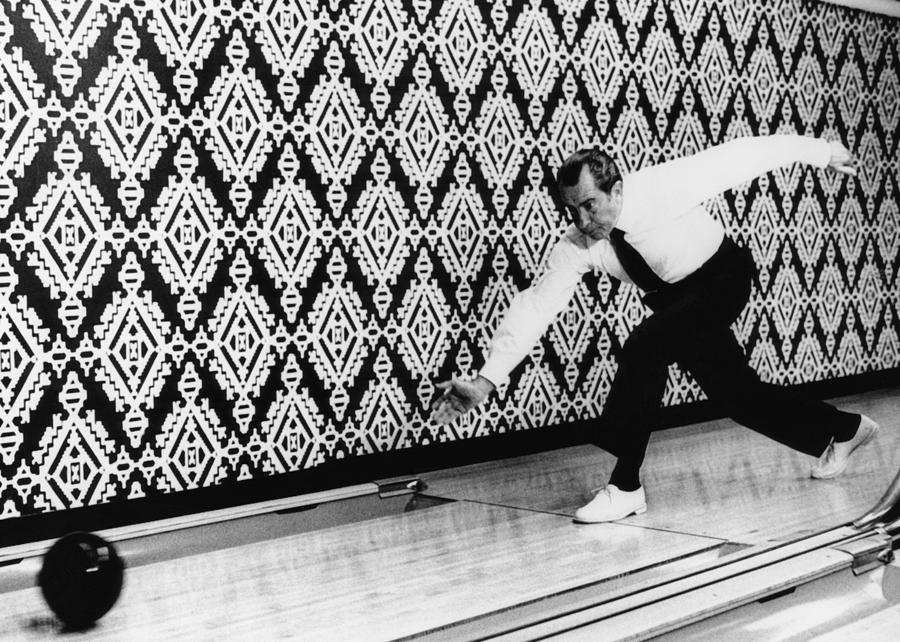 us-president-richard-nixon-bowling-everett