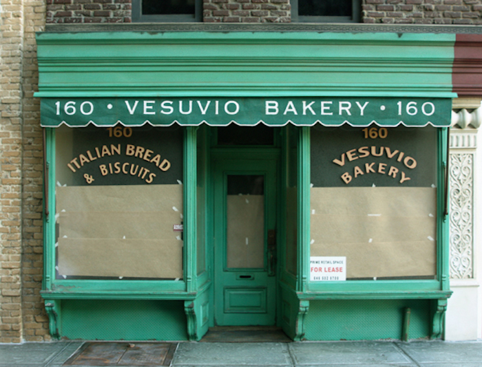 Randy_Hage_-_Vesuvio_Bakery_Sculpture