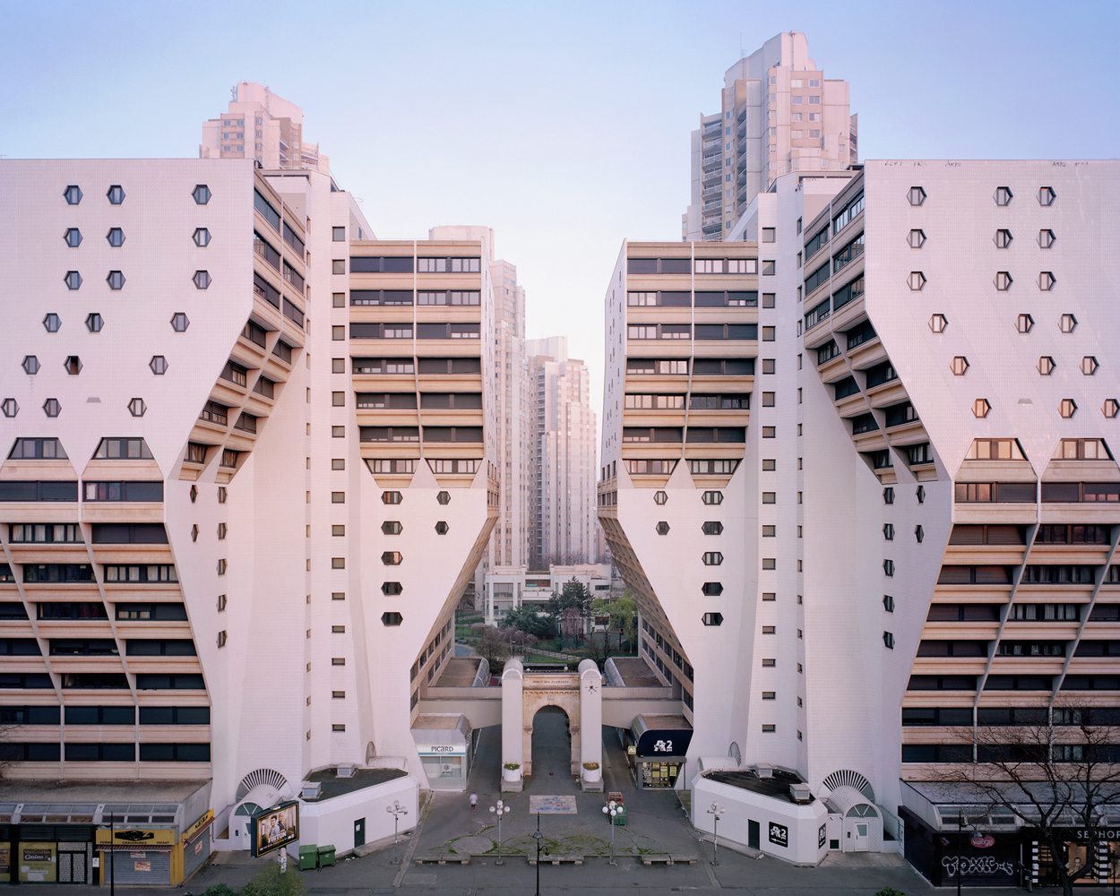 """Noisy Le Grand Architecture inside the real-life """"hunger games"""" city: a decaying"""