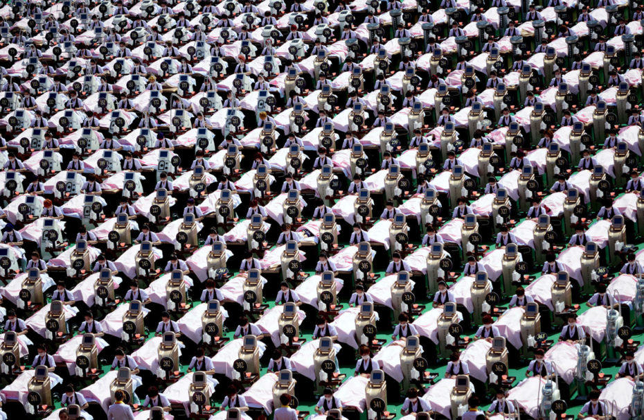 A group of 1000 customers receive a facial massage at a sports centre in Jinan, Shandong province, China, May 4, 2015. A group 1000 women were given a 30 minutes facial beauty treatment together on Monday that achieved a Guinness record for the largest group of people having beauty treatment in the same location, according to local media. REUTERS/Stringer CHINA OUT. NO COMMERCIAL OR EDITORIAL SALES IN CHINA TPX IMAGES OF THE DAY - RTX1BFST
