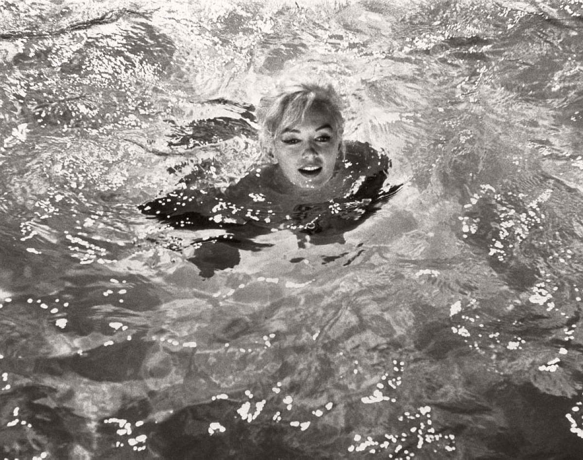 marilyn-monroe-in-the-pool-by-lawrence-schiller-1962-05