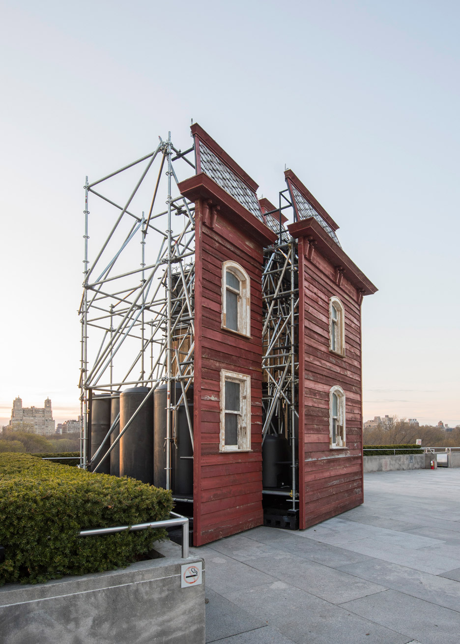 transitional-object-psychobarn-cornelia-parker-met-roof-garden-installation-new-york-usa_dezeen_936_25