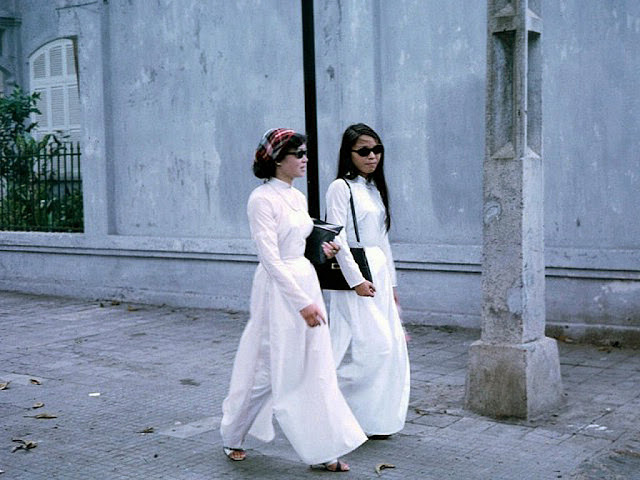 Young Girls on Saigon Streets in the 1960s (1)