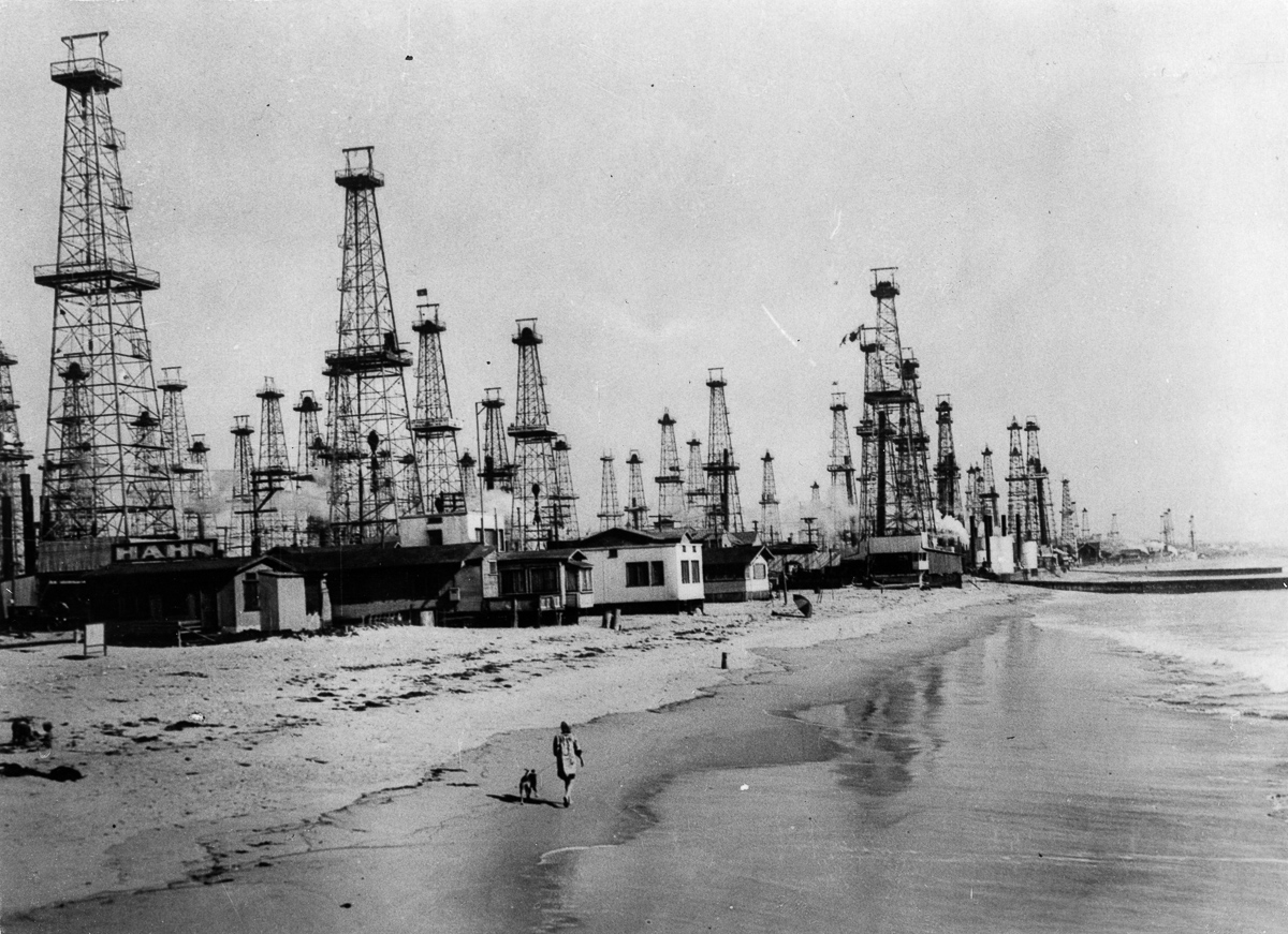 circa 1920: The oilfield at Venice, California. (Photo by Keystone/Getty Images)