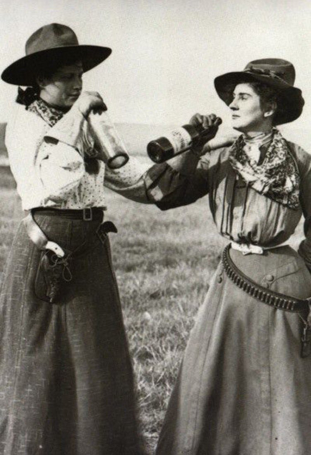 Cowgirls in the early 20th century (9)