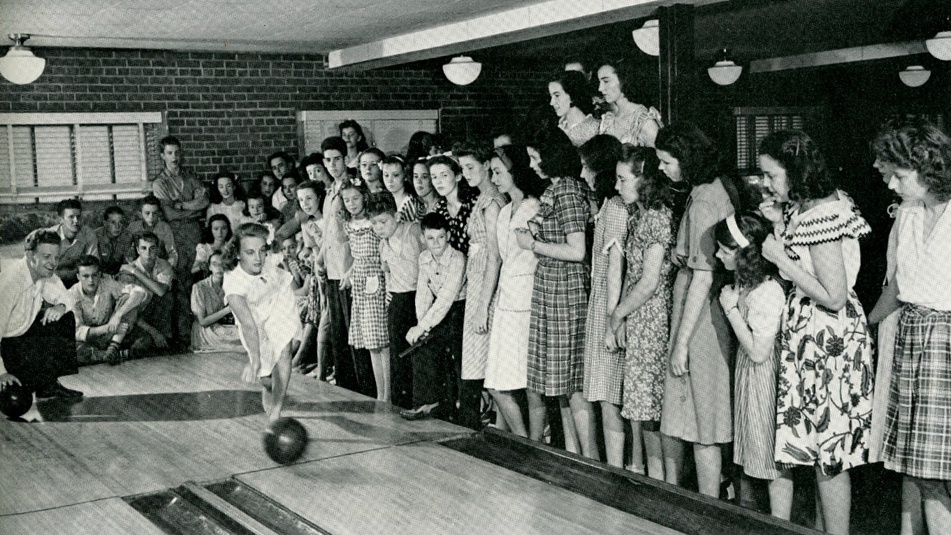bowling-alley-first-christian-church-1940s