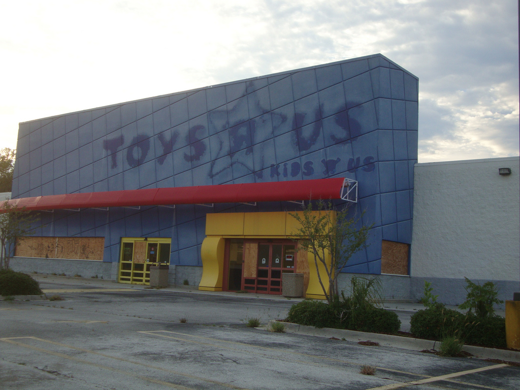Abandoned Toys R Us Stores Are Kind Of A Thing Now