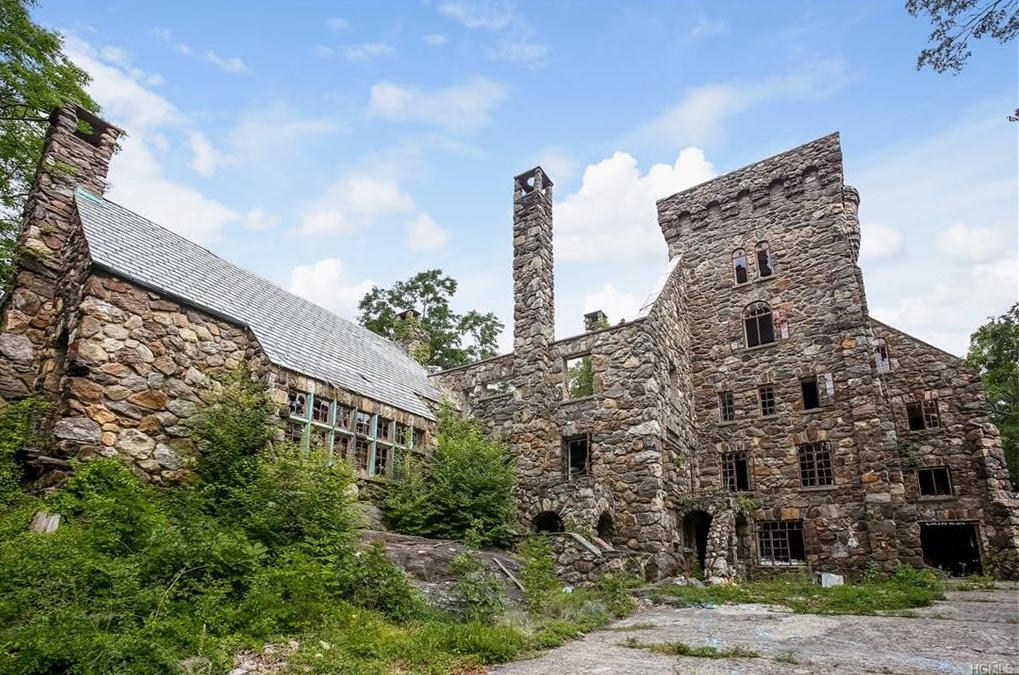 Abercrombies Abandoned New York Castle Is For Sale