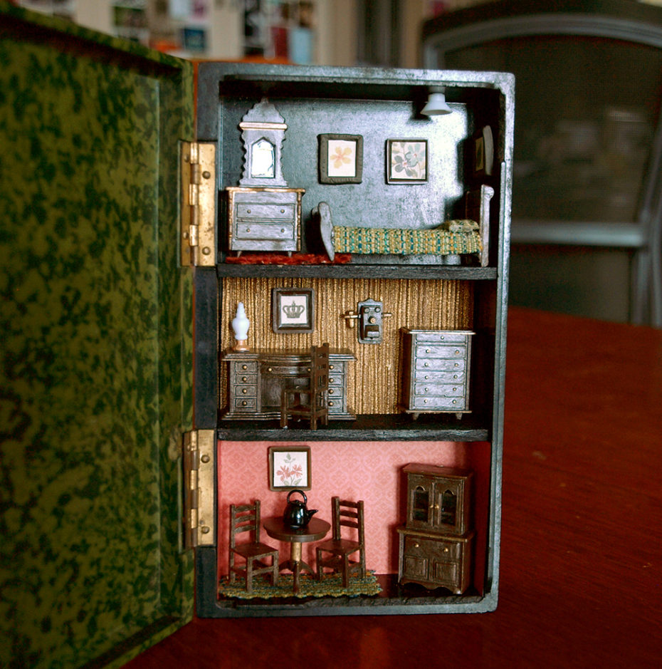 Stop Everything And Check Out These Vintage Suitcase Dollhouses