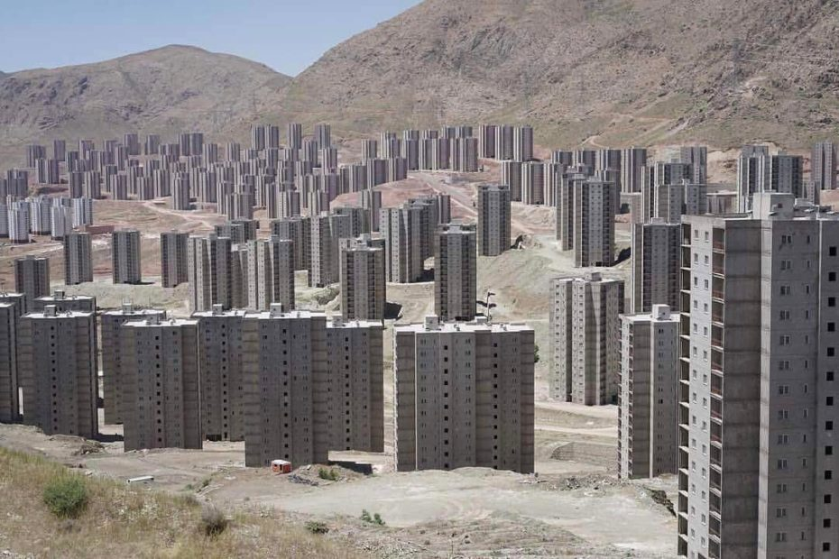 Tehran's Desert Ghost Towers look like a Zombie Movie Waiting to Happen